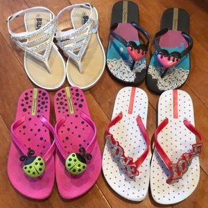 Lot of Ipanema flip flops and one other brand